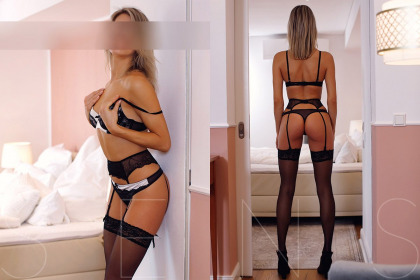 blonde-escort-model