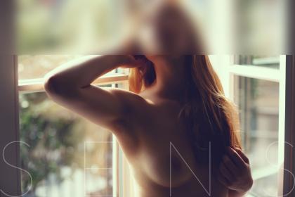 curvey-escort-model