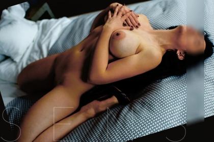naked-escort-model